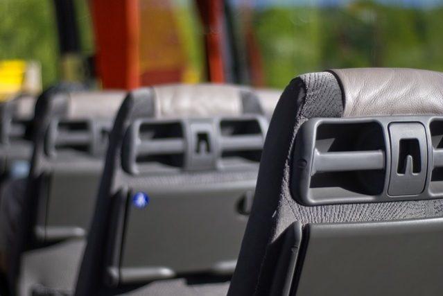 Pourquoi Réaliser Une Location Minibus Pour 9 Personnes Avec Chauffeur